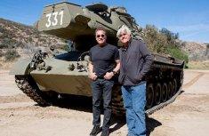 Arnold Schwarzenegger destroys a limousine with an old 50-ton tank