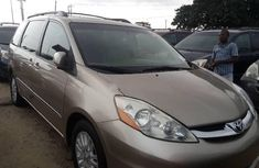Almost brand new Toyota Sienna Petrol 2009