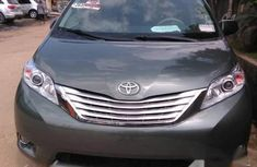 Toyota Sienna 2013 Green for sale