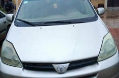 Nigerian Used Toyota Sienna 2005 for sale