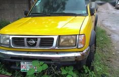 Nissan Frontier 2000 Yellow for sale