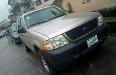 Ford Explorer 2004 Gray for sale