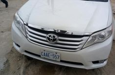 Clean Toyota Avalon 2011 White for sale