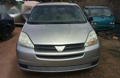 Tokunbo Toyota Sienna 2004 Gray for sale