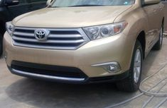 Clean Toyota Highlander 2010 Gold for sale