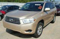 Clean Toyota Highlander 2009 Gold for sale
