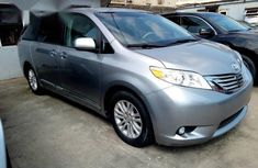 Toyota Sienna Xle 2013 Silver for sale