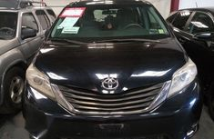 Very Clean Toyota Sienna 2010 Black for sale