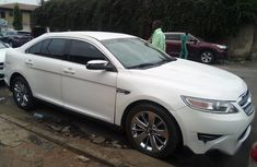 Ford Taurus 2011 White for sale