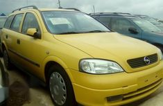 Neat Opel Vectra 2002 Yellow for sale