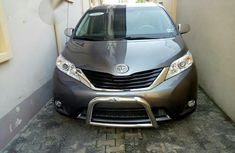 Clean Nigerian Used Toyota Sienna 2014 Gray for sale