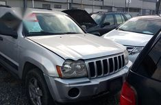 Clean Jeep Grand Cherokee 2005 Silver