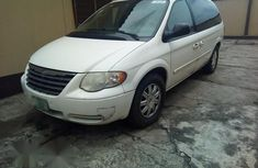 Chrysler Town & Country 2005 White For Sale
