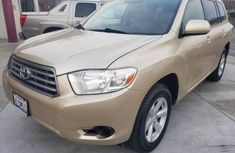 Toyota Highlander 2009 Gold for sale