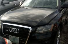 Clean Audi Q5 2010 Black for sale