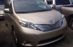 2011 Tokunbo Toyota Sienna Gold for sale