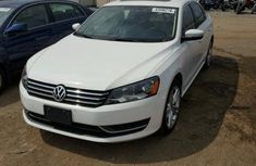 Volkswagen Passat 2010 White for sale