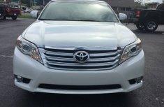 Toyota Avalon 2010 White for sale