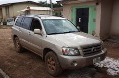 Clean Tokumbo Toyota Highlander 2005 Gold for sale