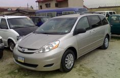 Toyota Sienna silver 2004 for sale