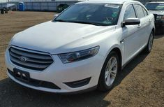 Ford Taurus White 2005 for sale