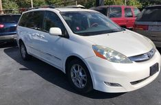 2007 White Toyota Sienna for sale