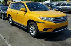 Toyota Highlander 2012 yellow for sale