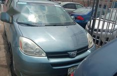 Used Toyota Sienna 2004 Blue for sale