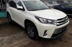 Toyota Highlander 2018 White for sale