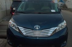 Toyota Sienna 2011 Blue for sale
