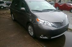 Toyota Sienna 2015 Gray for sale