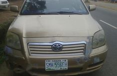 Toyota Avensis 2005 Gold for sale