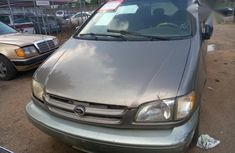 Toyota Sienna 1999 Brown for sale