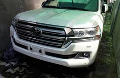 Toyota Land Cruiser 2017 White for sale
