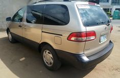 Toyota Sienna 2000 Gold for sale