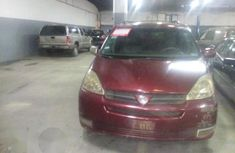 Toyota Sienna 2004 Red for sale