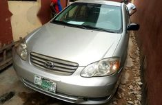angular-front-of-a-silver-toyota-corolla-2005