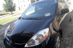 Clean Tokunbo Toyota Sienna 2009 Black for sale