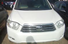 Clean Toyota Highlander 2008 White for sale