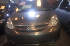 Super clean Toyota Sienna 2006 Blue for sale