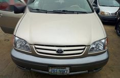 Nigerian Used Toyota Sienna 2002 Gold for sale