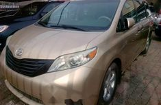 Toyota Sienna 2011 Gold Automatic Petrol ₦5,500,000 for sale