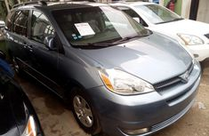 Toyota Sienna 2005 Blue Automatic Petrol ₦2,240,000 for sale