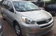 Clean Toyota Sienna 2005 Gold for sale