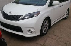 Toyota sienna XLE Limited 2014 White for sale