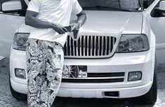 Famous fashionista, Yomi Casual makes an acquisition of a luxury Lincoln Navigator