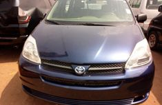 Tokunbo Toyota Sienna 2005 Blue for sale