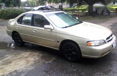 Nissan Altima 2000 Gold for sale