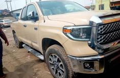 Toyota Tundra 2018 Gold for sale