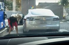 [Video] Woman tries to fuel up electric Tesla with gasoline